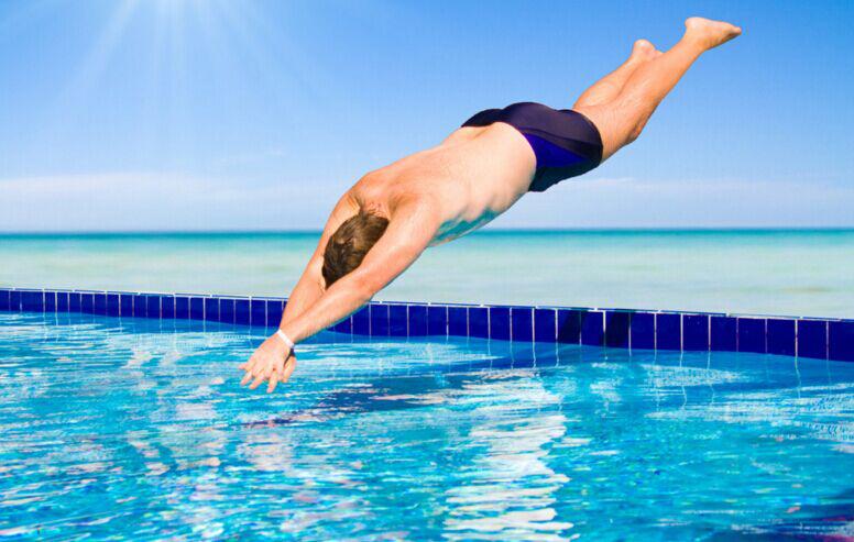 长时间的坚持游泳可以实现瘦身